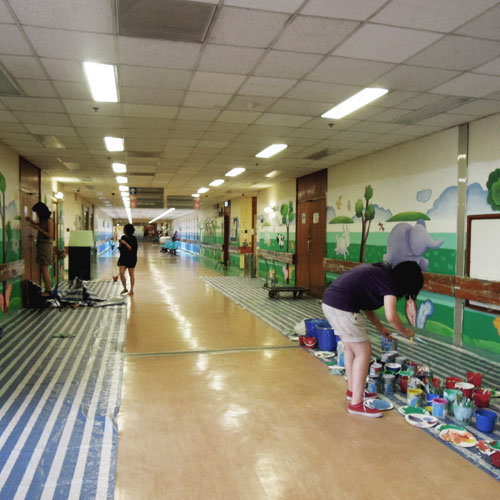 將壁畫藝術帶入社區,如醫院和街道,令社區成員具有一個愜意的生活環境。