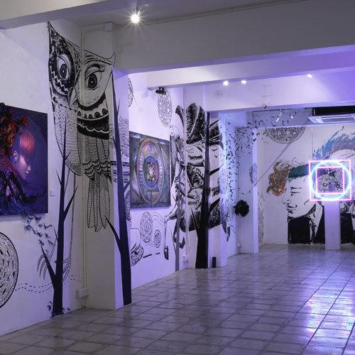 藝術展覽Exposition在城市各處參與藝術展,跟不同領域藝術家及團隊一同推動本地視覺藝術。